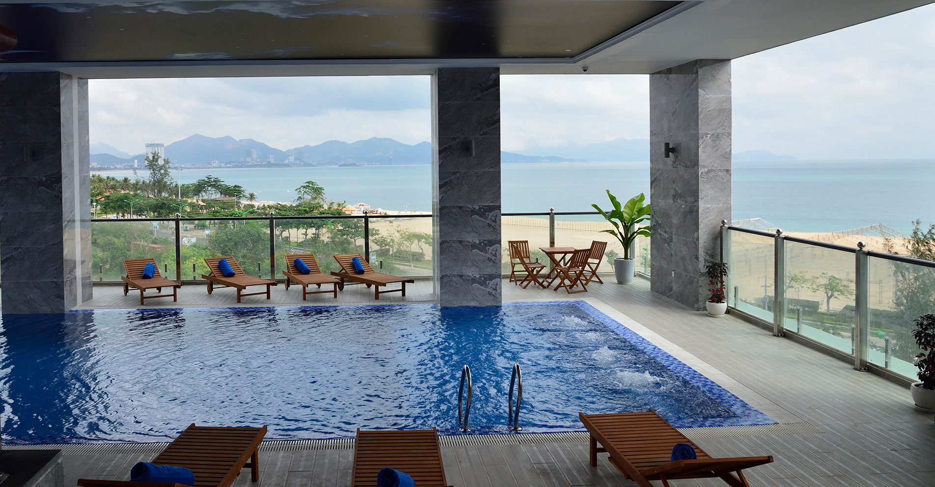http://xaviahotel.com/vnt_upload/weblink/xavia_nhatrang_swimming_pool_banner-home.jpg